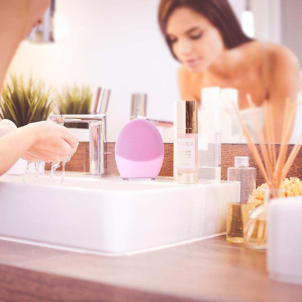 Nettoyer sa peau en profondeur avec LUNA 3 de FOREO