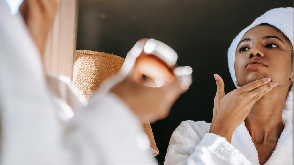 Nettoyer et resserrer les pores du visage