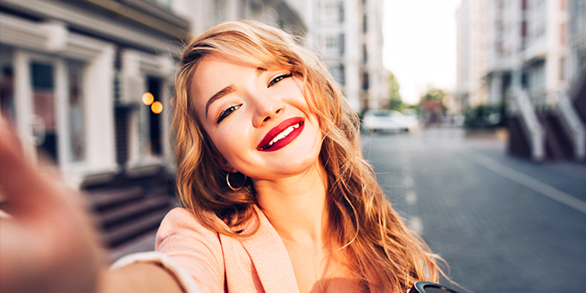 Take The Perfect Makeup Selfie in One Minute!
