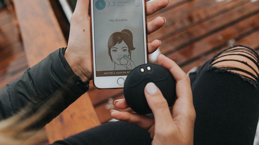 Sophie Tatar FOREO ambasador holding black LUNA fofo