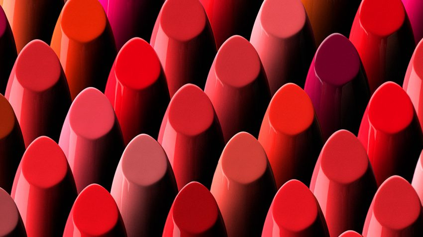 Choosing perfect red lipstic
