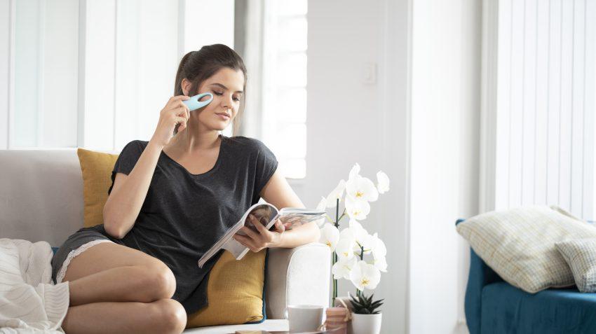 girl using eye massager iris